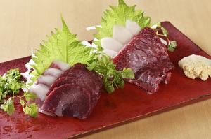 熊本直送!東京ではあまり見かけない希少部位も食べられる『馬刺し』