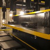 5席のカウンター席があり、一人でも入りやすい焼肉店