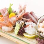 宮城の赤貝やほっき貝など魚介は三陸を中心に旬を迎えた鮮度の良いものを仕入れ、シャリに使う米は宮城産、海苔は佐賀の有明と、店で使用する食材は全国各地から厳選。その良さを活かした調理法にも拘っています。