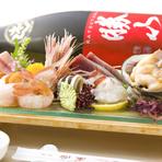 貝は鮮度が命! 他の魚と違って活きの良いものでないと使えません。つぶ貝は北海道、ホッキ貝・赤貝は三陸と、産地と旬にこだわり、状態を確認してから仕入れるようにしています。