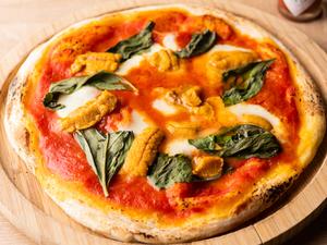 自家製生地とトマトソース・チーズ・ウニのコントラストが秀逸の『マルゲリータ~ウニを乗せてみました』