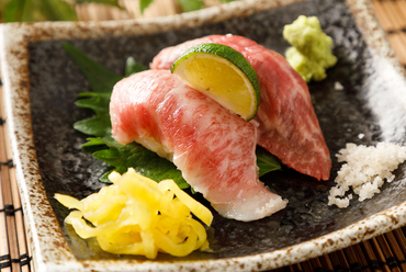 国産黒毛和牛を使った贅沢な『肉寿司』