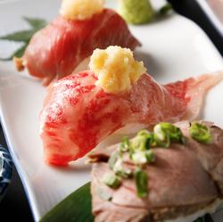 国産黒毛和牛の肉寿司5種盛りや鮮度のお造り5点盛り合わせ等と3時間飲み放題