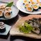 巻き寿司各種。持ち帰り寿司も多様な種類から選べる