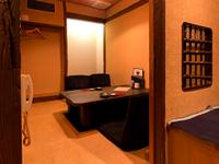おもてなしの席に相応しい、洗練された和の空間と季節の日本料理