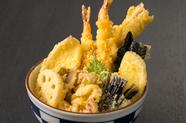 舌が喜ぶ素材の饗宴。上品なタレで味わう『天麩羅丼』