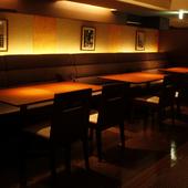 友人達との会食には、テーブル席をどうぞ