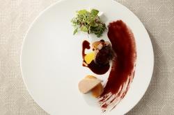 旬の食材とフォアグラ、トリュフの贅沢ロッシーニがお楽しみ頂けるコースです。