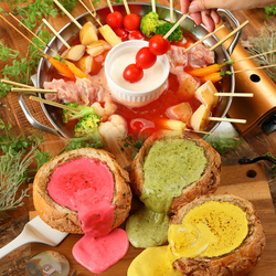 主役が喜ぶこと間違いなし♪フォトジェニックな肉ケーキでお祝い♪肉好きさんのサプライズにいかがですか♪