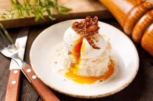 卵黄と香りを絡める『ウフマヨポテトサラダ』