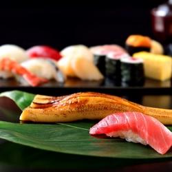職人の技を惜しみなく発揮し、職人の「ひと手間」を加えた、江戸前寿司の真髄を桶の中に表現しました。
