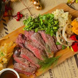当店では、お肉の鮮度が落ちないように細心の注意を払って職人が管理しております。インパクト抜群のお肉!