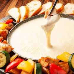 チーズを存分に堪能できるチーズチキンフォンデュコース♪ジューシーなチキンにチーズもとろ~りと☆