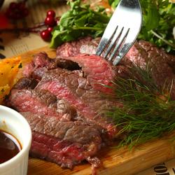オススメニューが選べるコース♪ぜひ食べて頂きたい、牛ロースのハーブグリル・ 牛モモのタリアータ