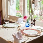 大切な人と過ごす時間を、あたたかな空間と料理がステキに演出