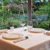 季節を感じるフレンチを楽しめ、庭園の眺めも御馳走の一つに