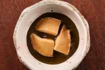 素材の特徴や旨味を知り尽くした職人の技が冴える逸品料理の数々