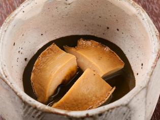 あわびの煮汁を入れた鮑酒の肴に最適な『蝦夷あわびと肝ソース』