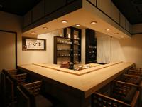 高級感溢れる上質な空間。北海道の恵みをたっぷり満喫できる鮨店