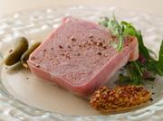 オープン当時から人気の、定番料理「テリーヌ」。上質な食材でつくる不動の味わいです。
