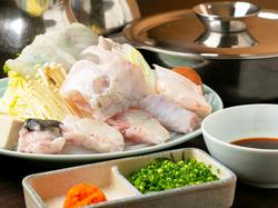 鱧落としの盛り合わせや、鱧の天ぷら、鱧すきの他、人気の焼き鱧もお楽しみいただけます。