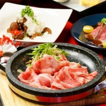 大山鶏の水炊きo海鮮塩ちゃんこ鍋『大山の白銀鍋』飲放付4000円