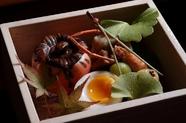 四季折々の旬の食材を使用し、舌だけでなく目でも楽しめる