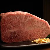 口の中に広がる極上の旨みが、至福のひと時を堪能させてくれる『ミスジステーキ』