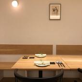 落ち着ける雰囲気のテーブル席