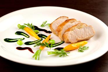 『伊達鶏のロースト 焦がしバターとほうれん草のピューレ 有機野菜のグラッセ』