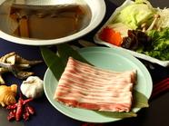 口の中でとろける肉の旨みが極上『日高四元 神威豚の豚しゃぶ』