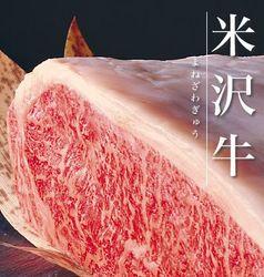 お刺身盛り合わせ、天ぷら盛り合わせと当店自慢のメニューが並び、締めにこだわりの土鍋ご飯が登場!