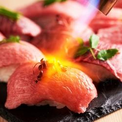 ゆったり3時間飲み放題付!上質な旨みの牛タタキや肉すしなど、本格肉料理と韓国料理の融合☆豪華宴会に◎