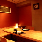 個室3部屋のみ。プライベート空間で蟹尽くしの贅沢にひたれる