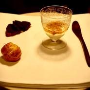 デートは、お洒落なフレンチレストランで。女性をエスコートしながらワインをオーダーする男性は、やはり素敵。スタッフのスムーズな接客により、大切なデートは滞りなく進んで行くことでしょう。
