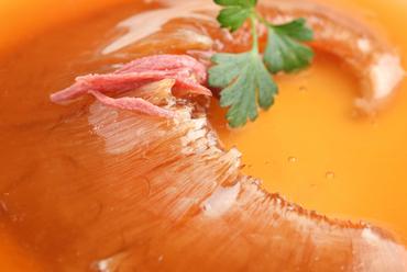 独特の食感と豊かな風味『気仙沼産フカヒレの姿煮』