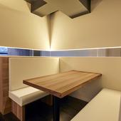 「シンプル」をコンセプトにデザインされた、落ち着きのある空間