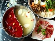 昼から火鍋を食べたい‼飲みたい‼というあなたのために。 人気の『HOIの小籠包』! デザートは『杏仁豆腐』♪ 前日までのご予約限定となっております。詳細はコースのページをご覧ください。