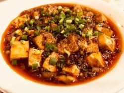 中国料理の最高級の調理技法を駆使して、日本の豊かな食材を贅沢に使った四川料理と北京料理の融合コース!
