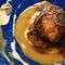 豚の頭肉や内臓を使った本格料理が多数。京都直送の野菜も登場