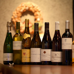 常時200本以上の魅力銘柄が集い、グラスワインも大充実