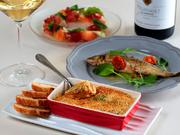 旬食材で織りなすイタリアンやフレンチベースの創作料理も多数。『季節のフルーツと生ハムとモッツァレラのサラダ仕立て』『鮎のコンフィ』『タカエビのアメリケーヌソースのグラタン』など季節ごとの味覚も愉しみ!