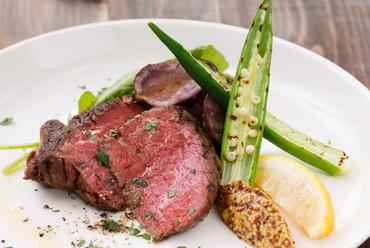 上質な牛肉をシンプルにグリル。余計な味付けをせず、肉の旨味を存分に味わう『本日の信州牛のグリル』