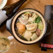【jeune】が提供するのは、肉・魚介・野菜の国産素材を厳選した上で栄養を凝縮させたワインに合う数々の「小鍋料理」。美味しく食べて健康に、キレイになれる料理ばかりです。