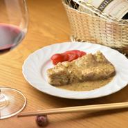 おいしくて美容と健康にいい料理を提供したいという想いのもとで素材を厳選しています。牛・豚・鶏肉は国産素材を使用。食べて健康になれるメニューです。