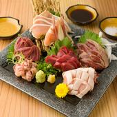 養鶏場から直送される朝〆の『純系名古屋コーチンの鶏刺し盛合せ』