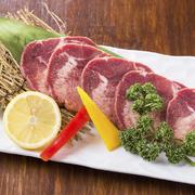 焼肉の定番のカルビよりもより上質で、美味な一皿 上質なお肉だけがもつ旨味と柔らかさをお愉しみください。