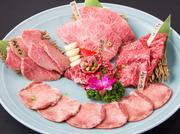 (上カルビ/上ロース/特選ハラミ/上タン塩/ミスジ) 3点盛りよりもさらに豪華に黒毛和牛を愉しみたい方へオススメ! A5ランクならではの高級感のある味をご提供します。