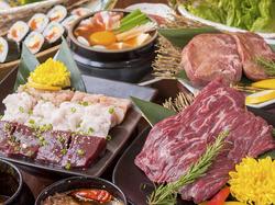 厳選食材を取り揃えた特選食べ放題コース!色んな味を愉しみたいという方にオススメの贅沢な内容です!