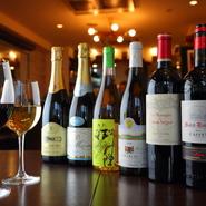 料理がフランス各地の郷土料理がベースなので、ワインもフランス各地のものを、信頼できるインポーターに探してもらい、揃えています。さらに、今一番興味があるという国産ワインの品揃えにも力を入れているそう。